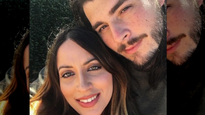 90 Day Fiancé's Amira and Andrew take an Instagram selfie