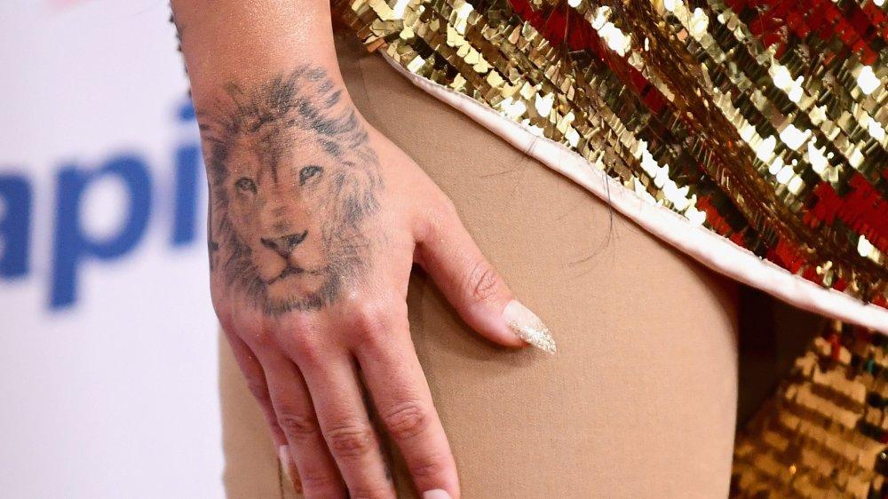 Tatuagem de leão de Demi Lovato, close-up
