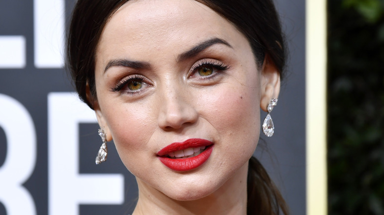 Ana de Armas wears her hair in a ponytail with red lipstick