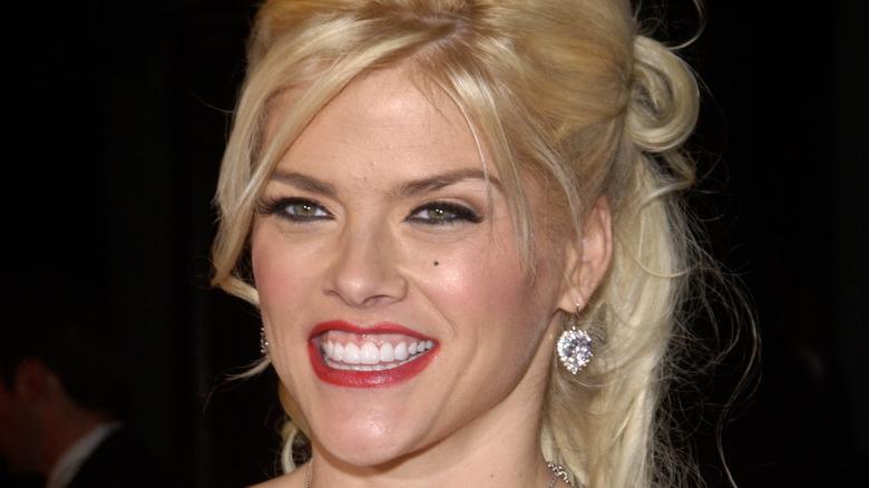 Anna Nicole Smith smiling