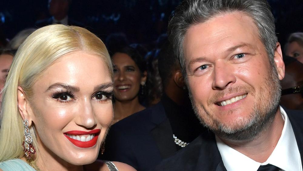 Blake Shelton and Gwen Stefani smiling at Grammy Awards