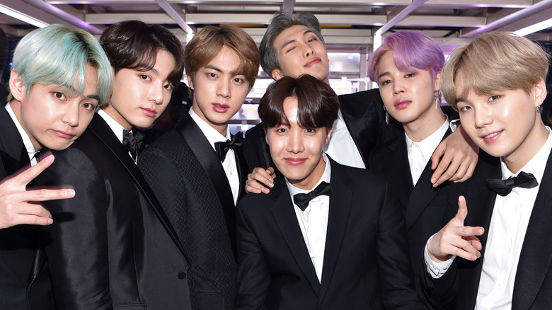 BTS squeeze into a photo together
