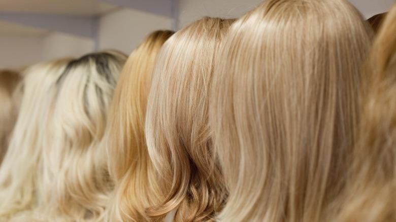 celebs wearing a wig