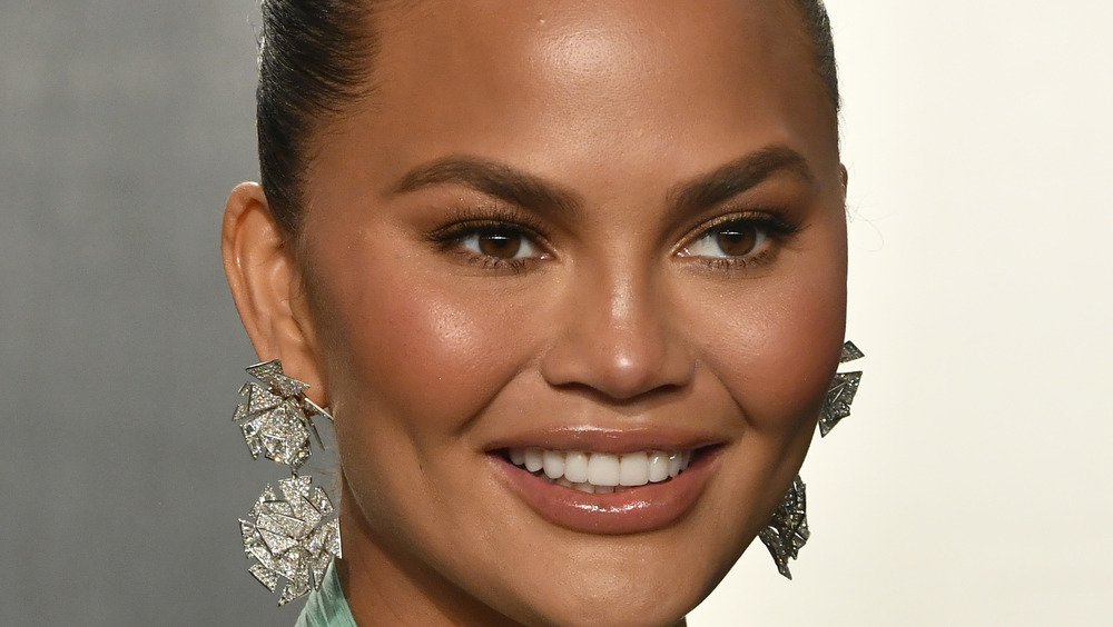 Chrissy Teigen smiling at Oscars party