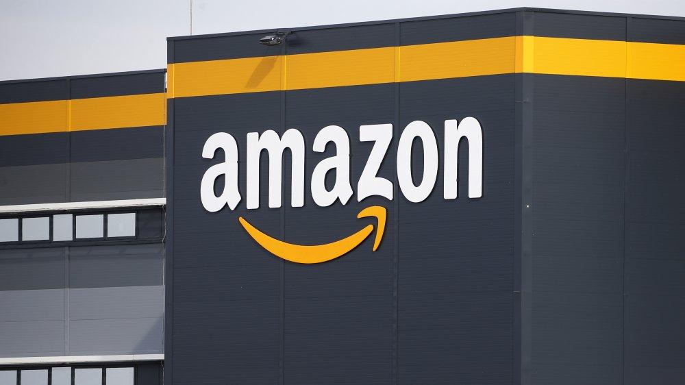 Amazon exterior signage