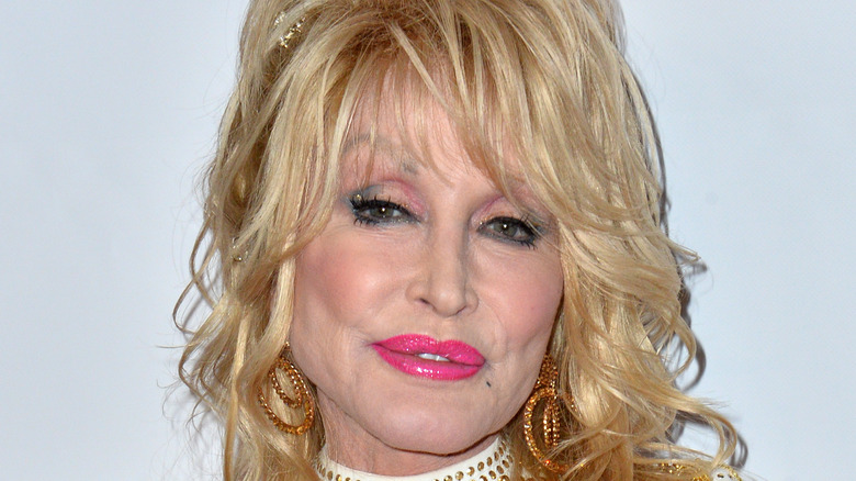 Dolly Parton posing