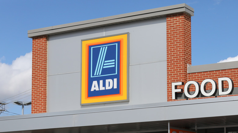 Aldi storefront on clear day
