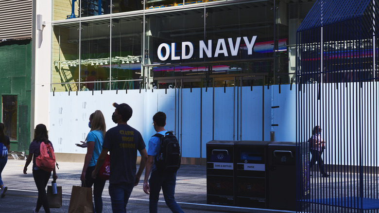 Outside facade of Old Navy