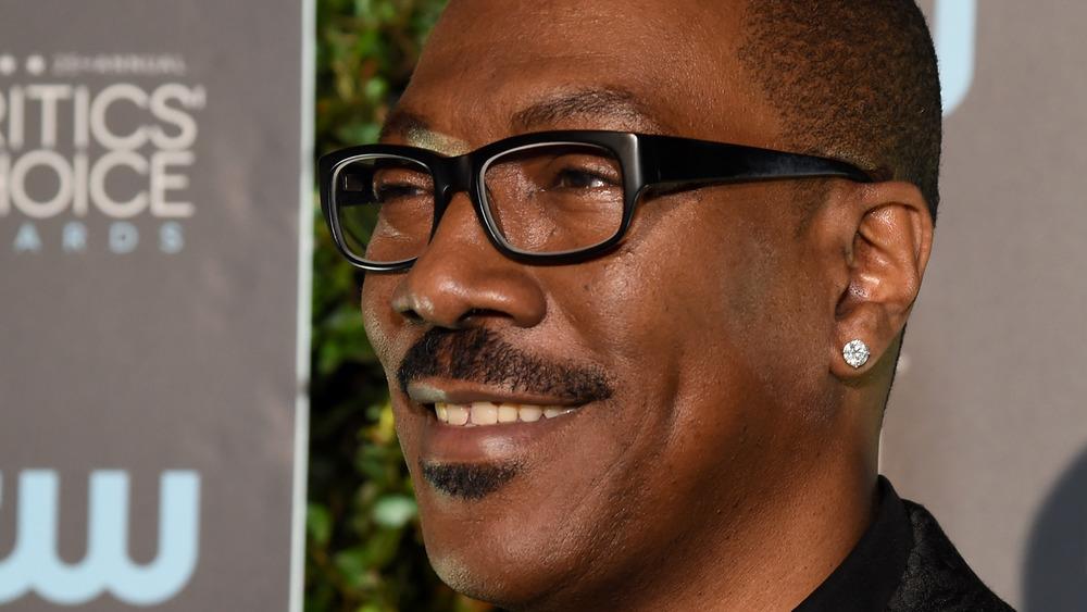 Eddie Murphy with black glasses
