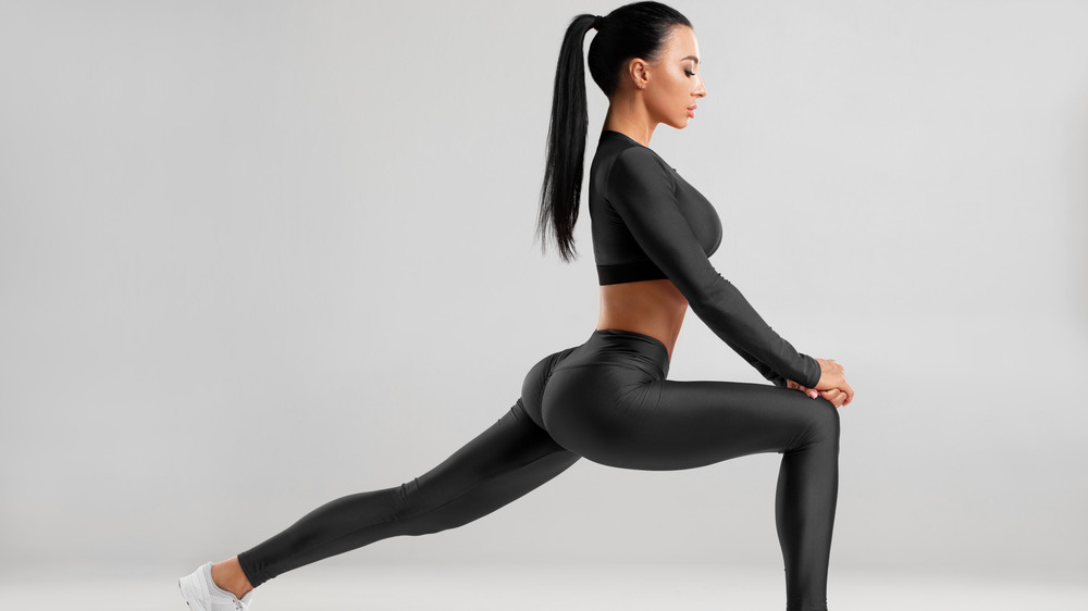 Woman doing lungess