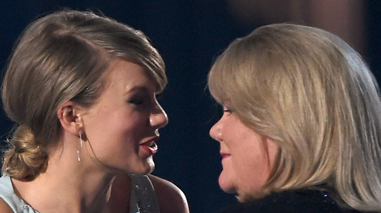 Taylor Swift and her mom in 2016