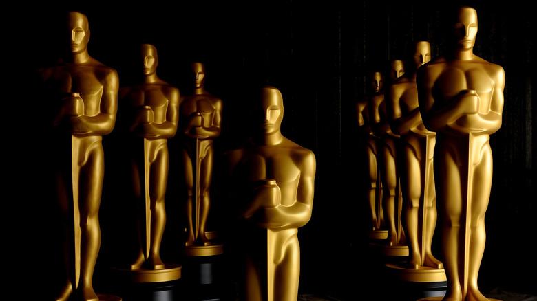Oscar statues in three rows