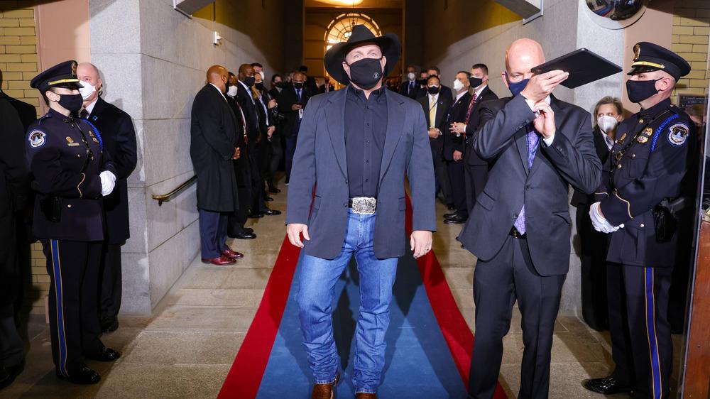 Garth Brooks preparing to enter Inauguration stage