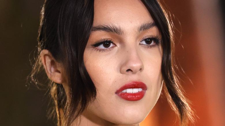 olivia rodrigo wearing red lipstick