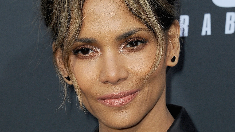 Halle Berry posing at movie premiere