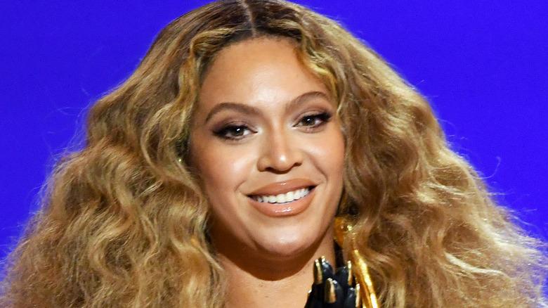 Beyoncé delivering her acceptance speech