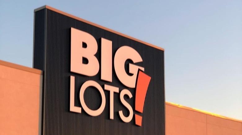 Big Lots signage on storefront