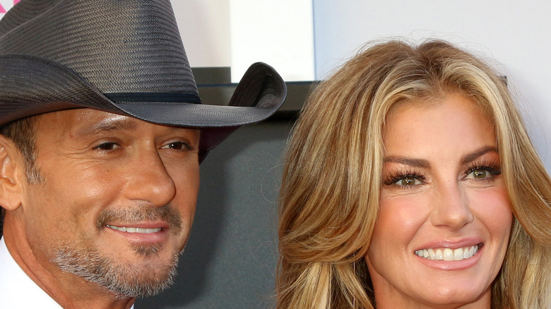 Tim McGraw and Faith Hill smiling
