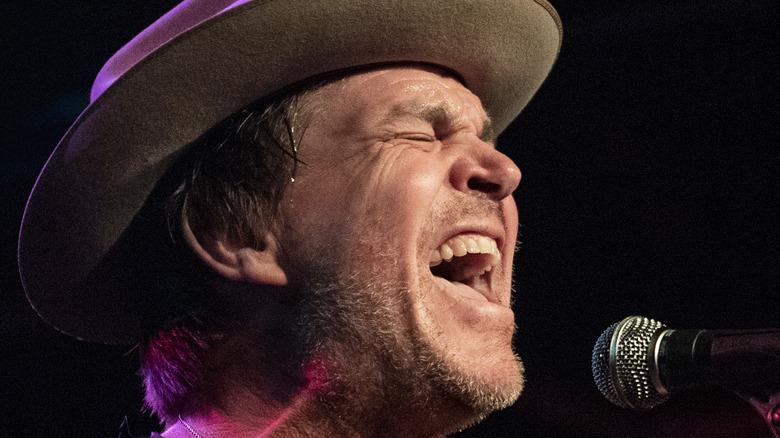 Jack Ingram performing