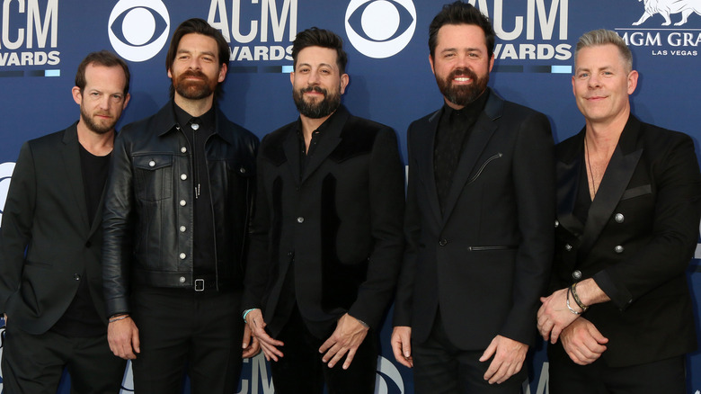Old Dominion posing at event