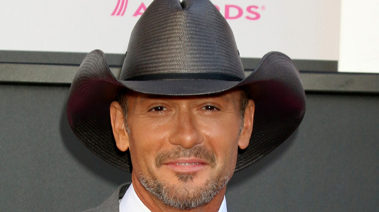 Tim McGraw in a suit and cowboy hat
