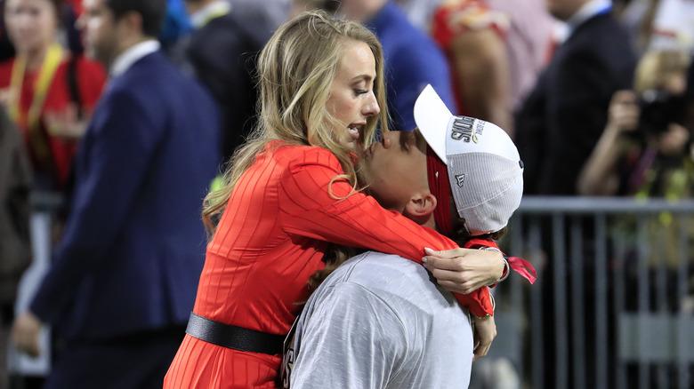 Patrick Mahomes embracing Brittany Matthews