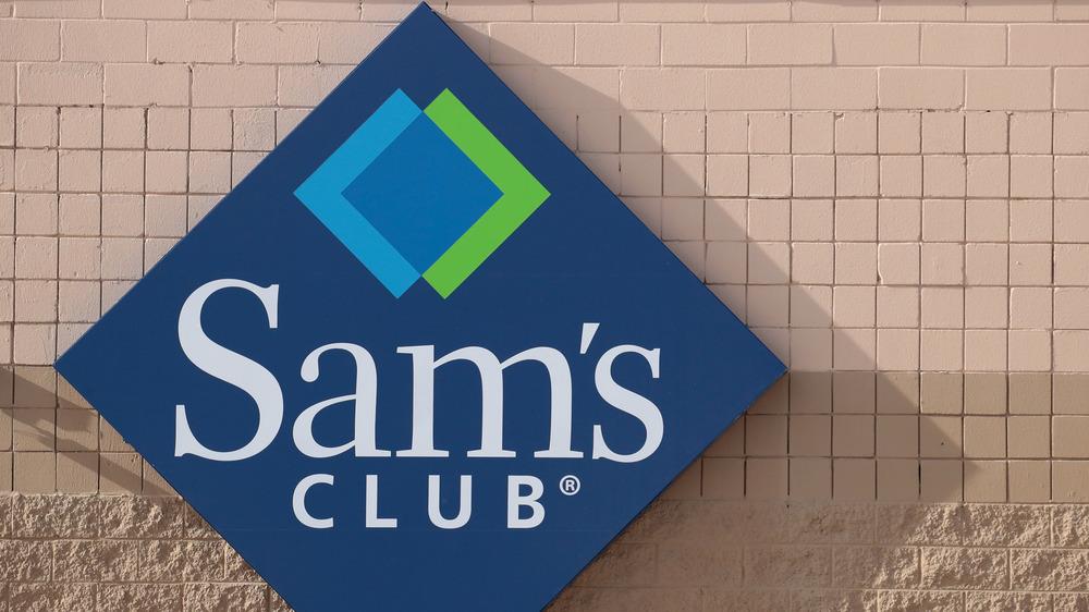 A Sam's Club storefront sign