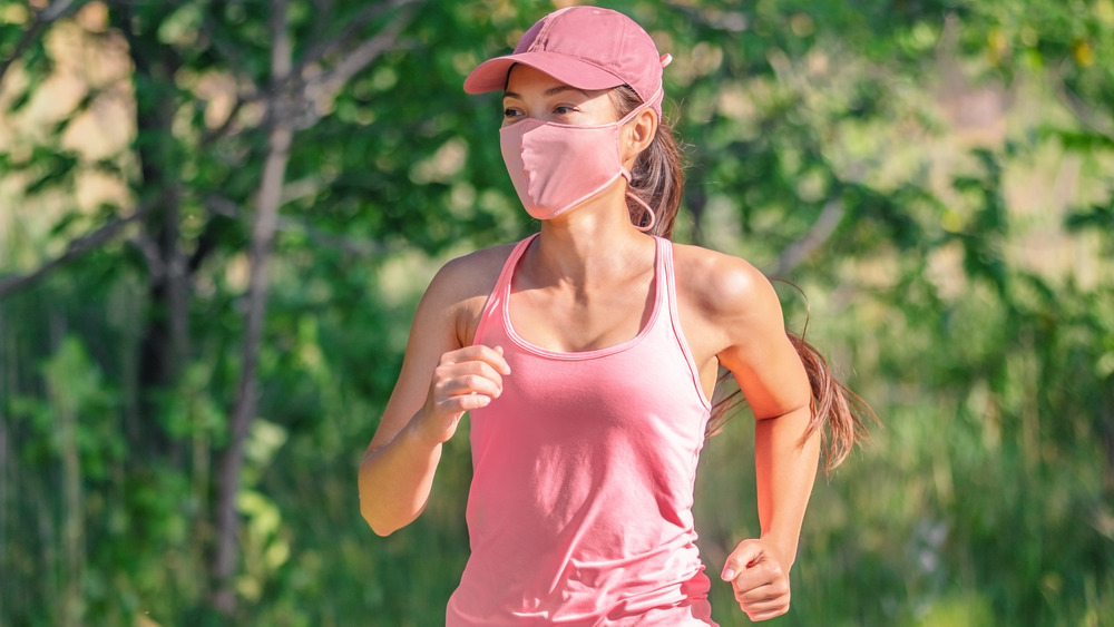 Woman running with face mask