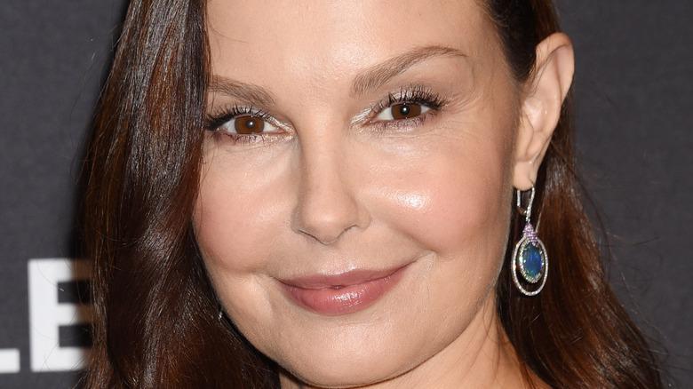 Ashley Judd smiling red carpet