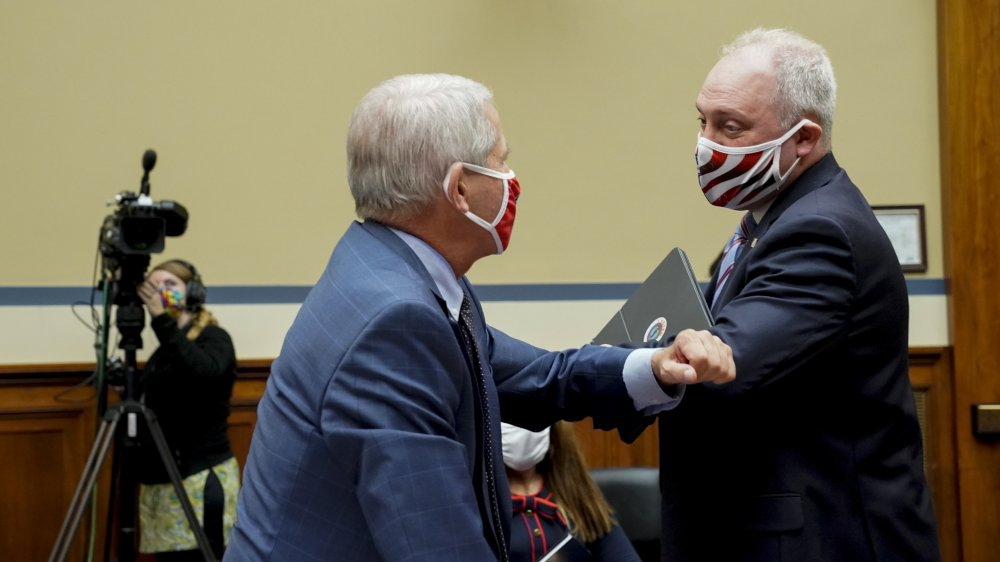 Anthony Fauci elbow bumping House minority whip