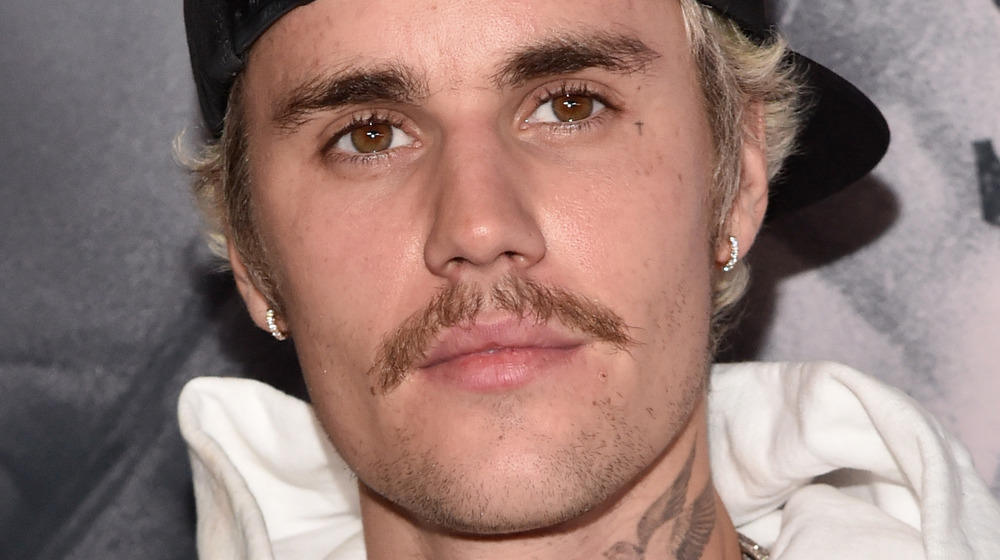 Justin Bieber wears baseball cap