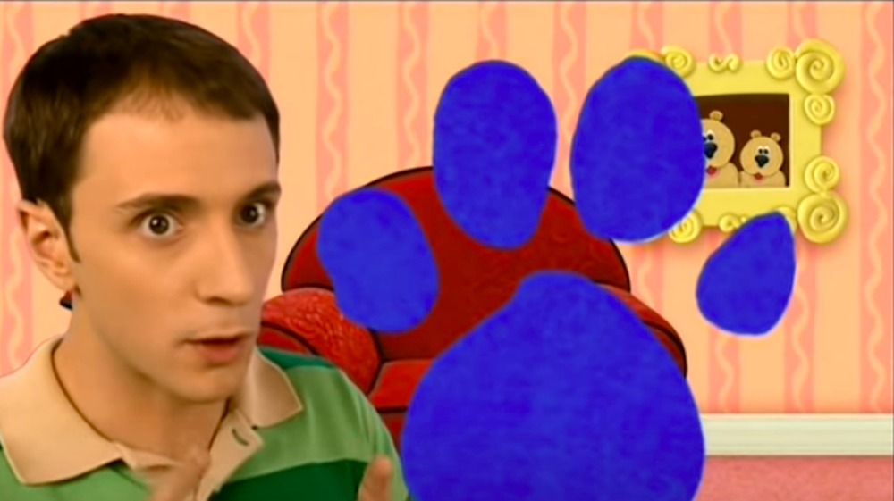 Steve Burns from Blue's Clues in front of a red chair