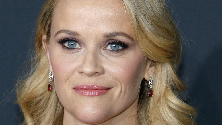 Reese Witherspoon posing