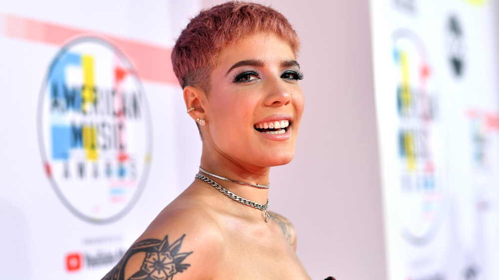 Halsey smiling on the red carpet