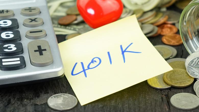 """401k"" written on a yellow sticky note"