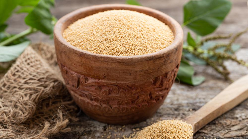 Amaranth grain in bowl