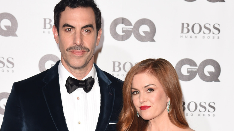 Actors Sacha Baron Cohen and Isla Fisher in the red carpet