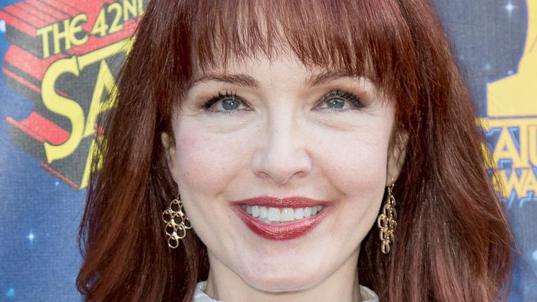 Amy Yasbeck smiling