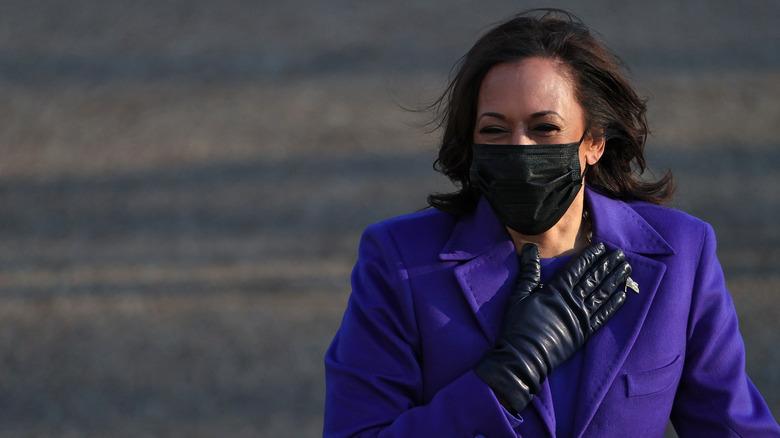 Kamala Harris wearing mask