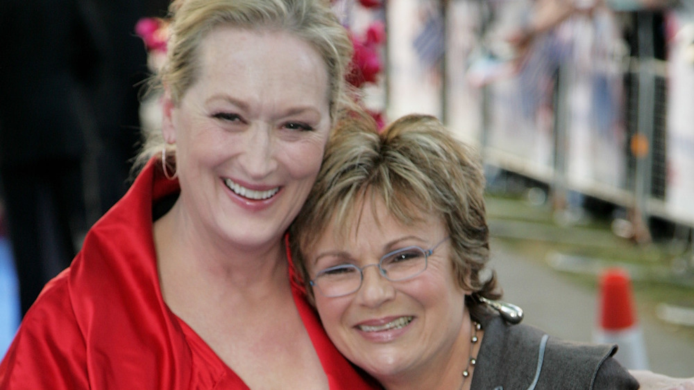 Meryl Streep and Julie Walteres hugging