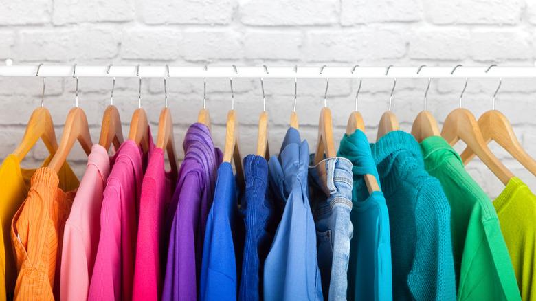 Rainbow order clothes rack
