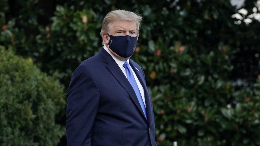 Donald Trump wearing a big mask