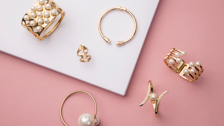 A set of rose gold jewelry