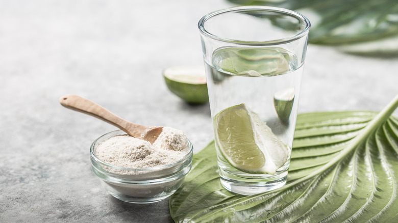 Water with collagen powder