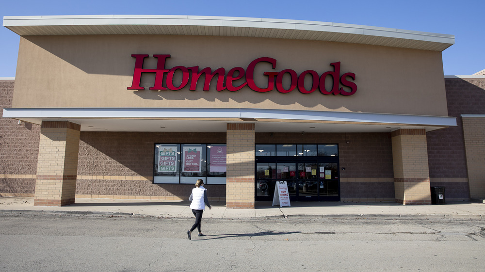 Front of HomeGoods store.
