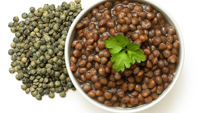 cooked and dry lentils