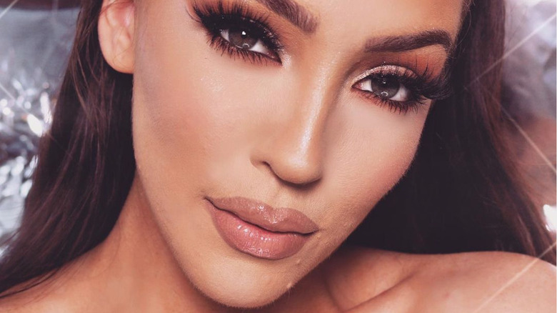 Kim Kardashian's copycat Jennifer Janel Ward posing for a selfie
