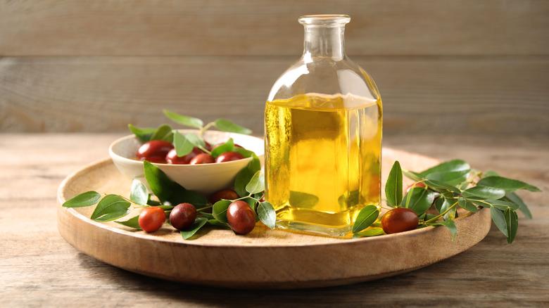 Jojoba oil and jojoba seeds
