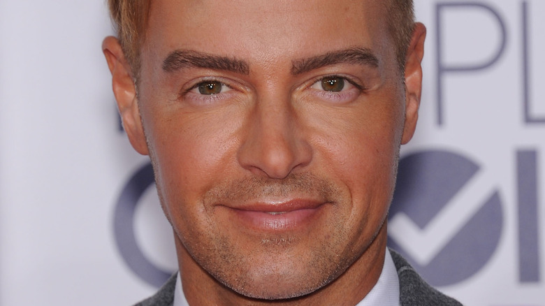 Joey Lawrence smiling