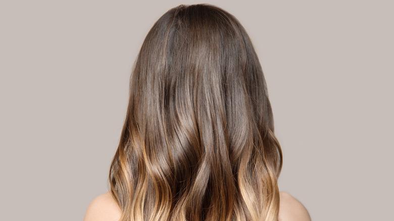 Woman's hair with dry shampoo